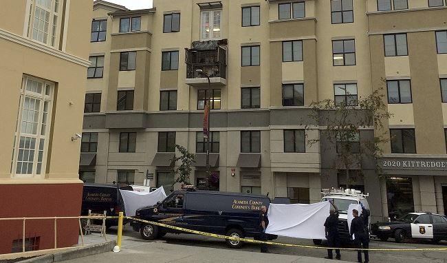 Balcony collapse_102429