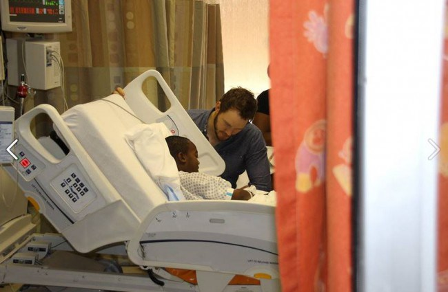 chris-pratt-visits-hospital_103282