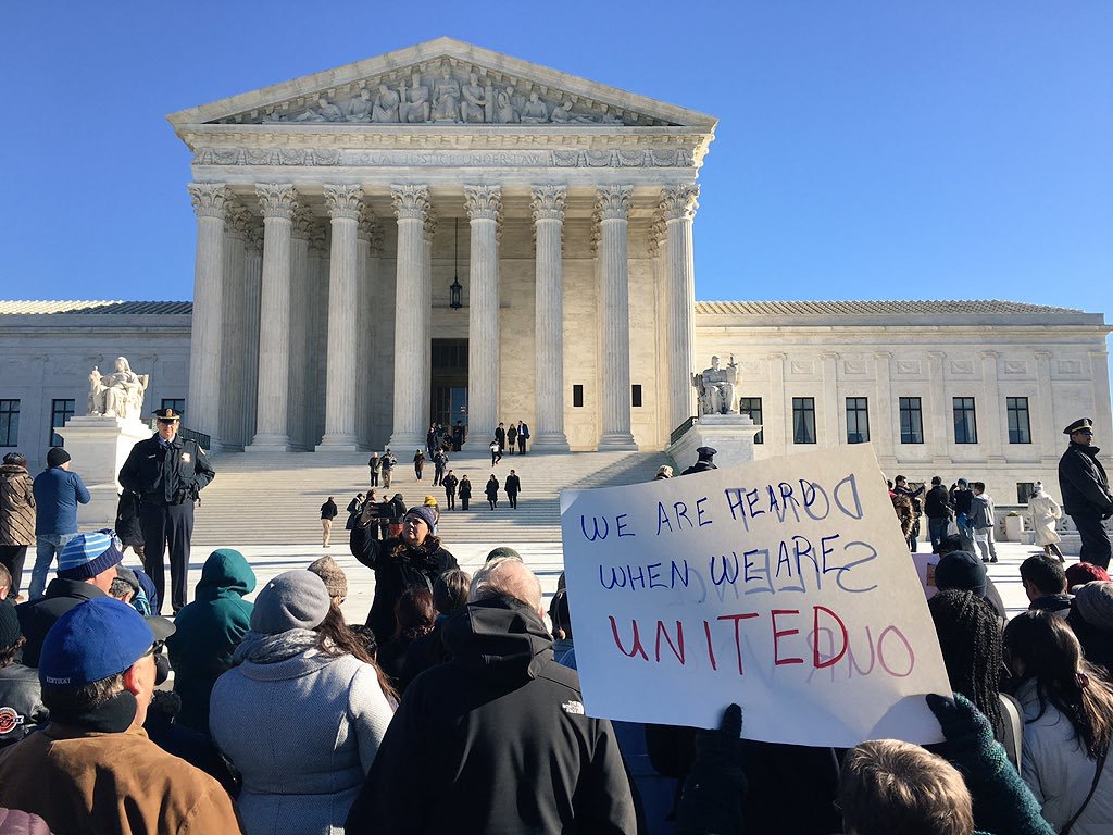 SCOTUS teachers union supporters_152881