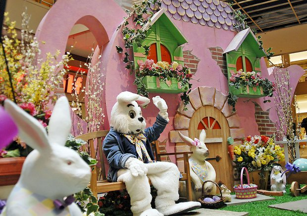 Mall Easter bunny_161206