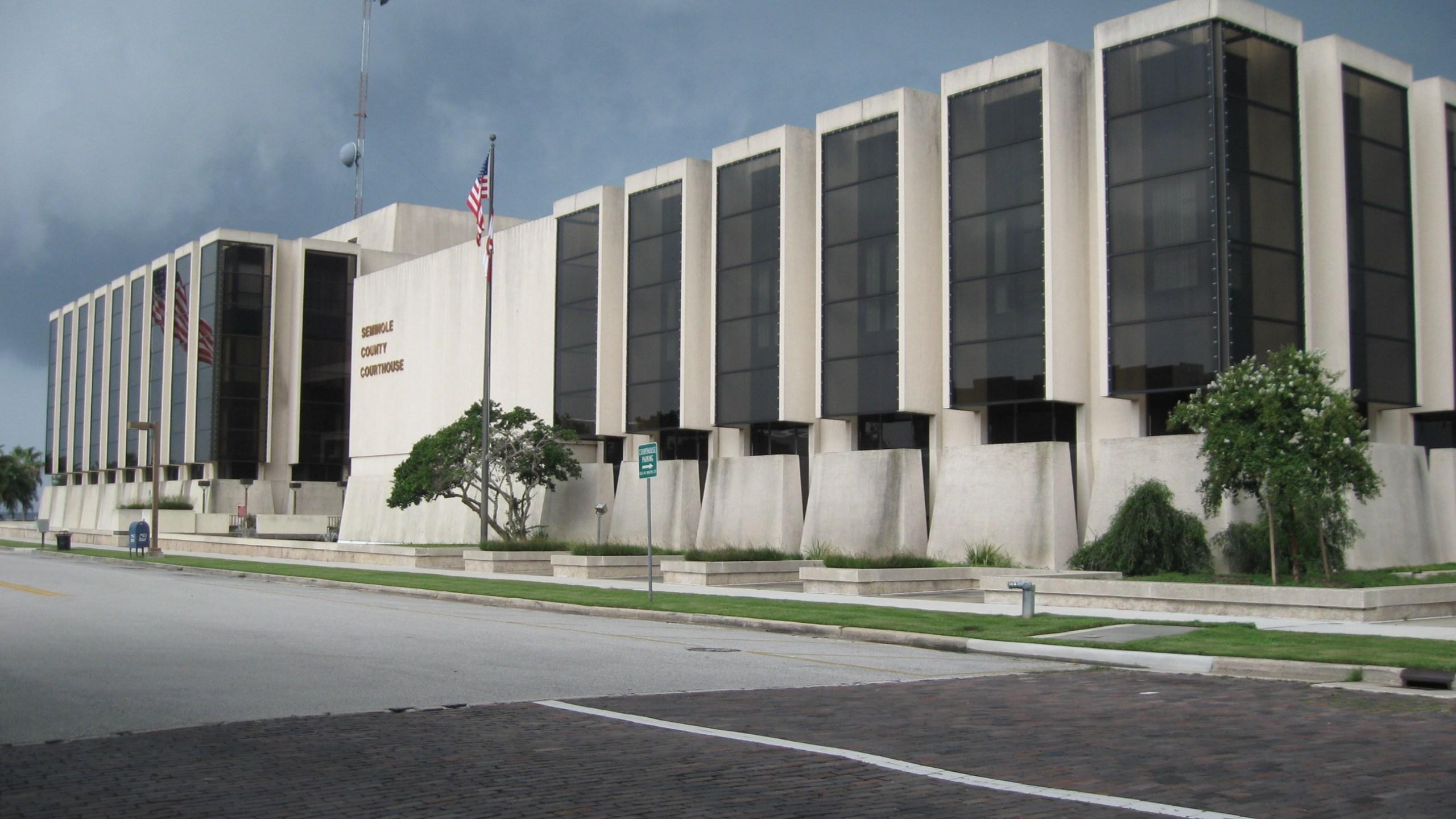 Sanford,_FL,_Courthouse,_Seminole_County,_08-08-2010_(9)_163257