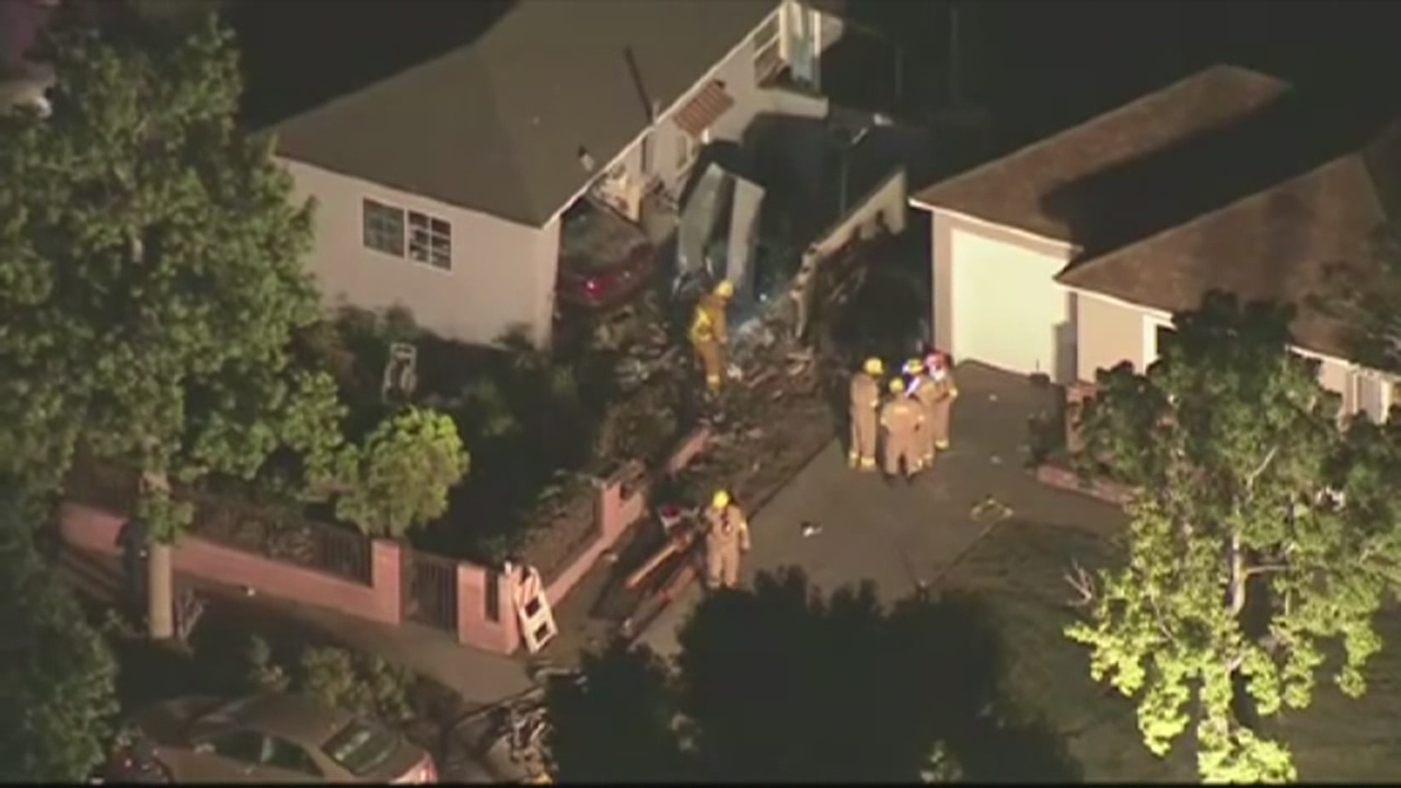 1 dead, 8 injured after car crashes into house_184281