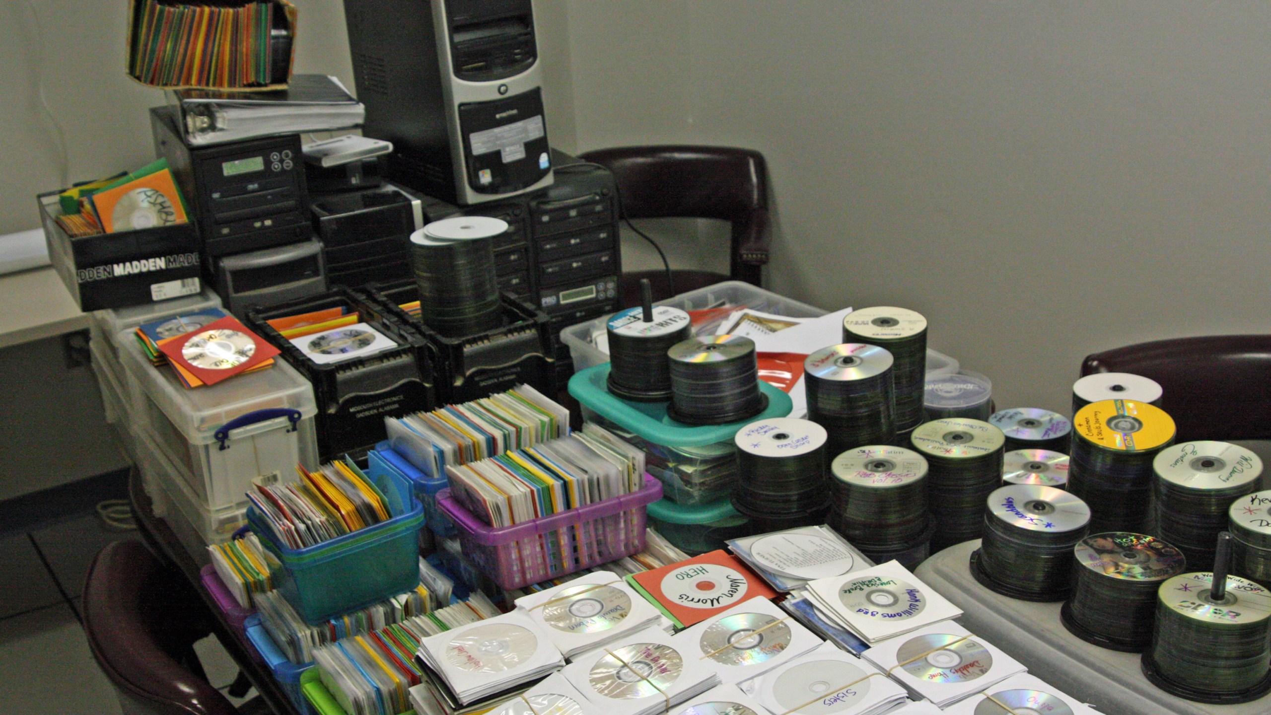 counterfeit cd dvds arrest_187607