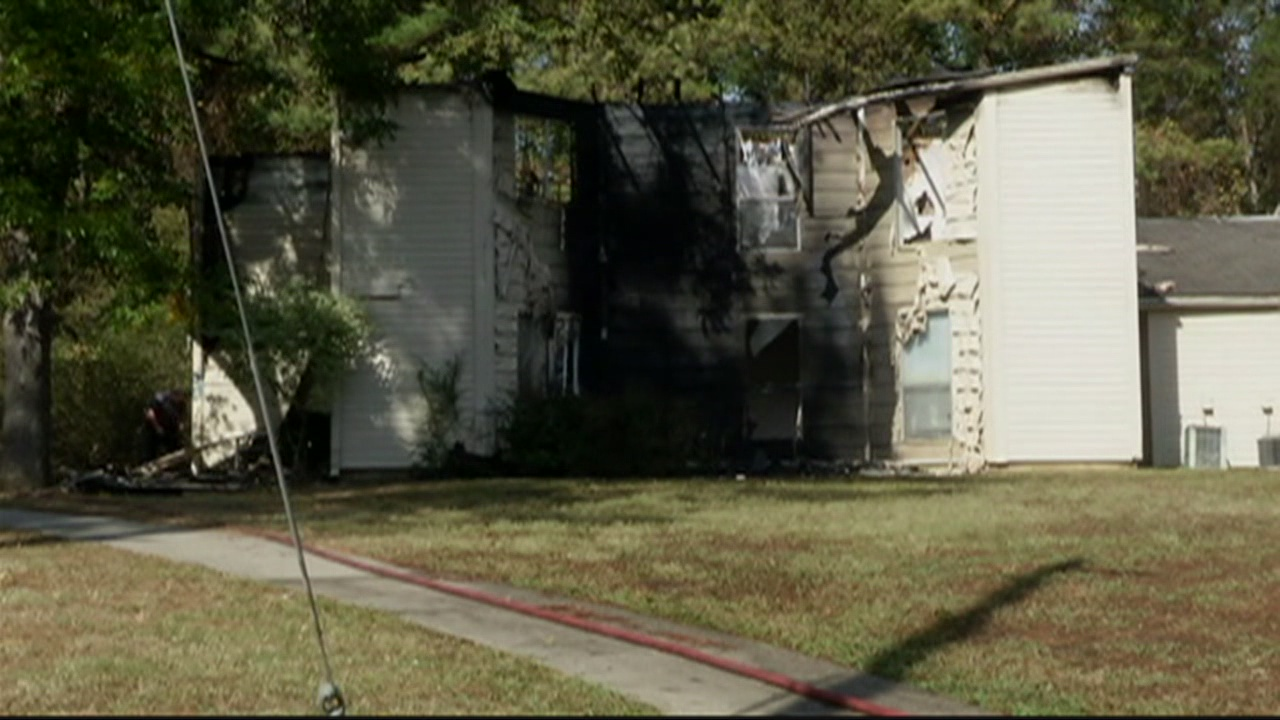 20-people-displaced-after-apartment-fire_201281