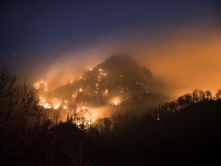 galtinburg-fire-iconic_209004