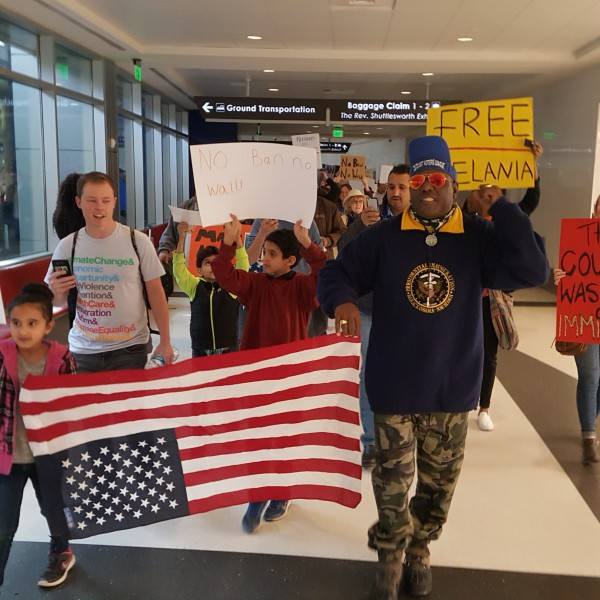 airport-protests_221902