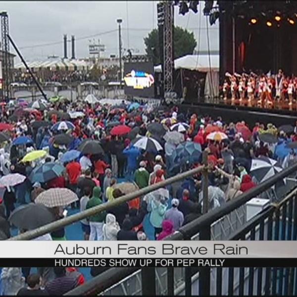 auburn-fans-brave-the-rain_215209