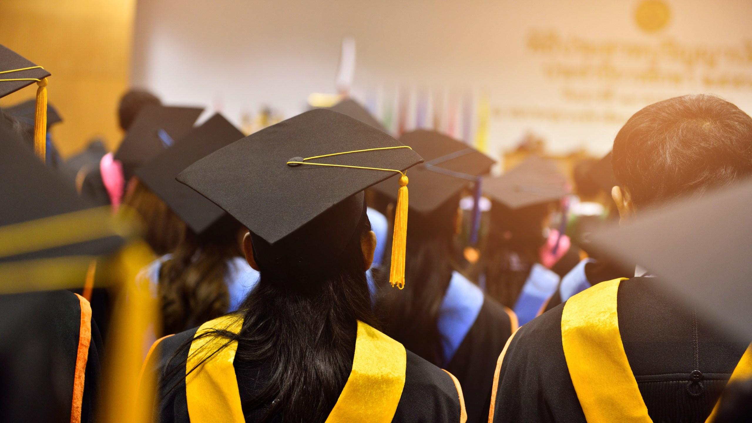 shutterstock_555233305 graduation_264565