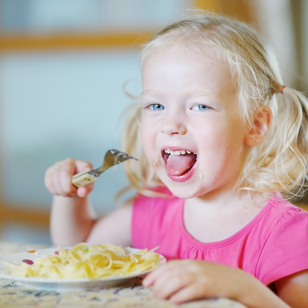 child eating_264375