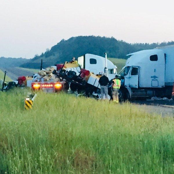 wreck on I-22 westbound_1526295302481.jpg.jpg