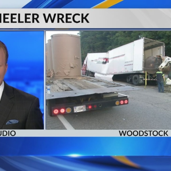 18 wheeler wreck in Bibb County