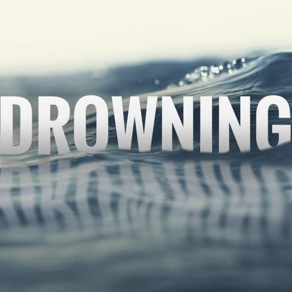 drowning_416988-842137442