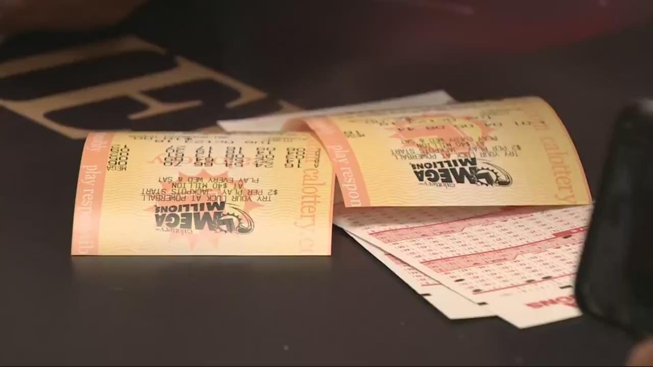 Having_fun_with_lottery_money_1_20181023105736