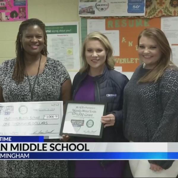 Teacher receives $1000 grant