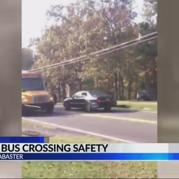 Car blows past stopped school bus in Alabaster