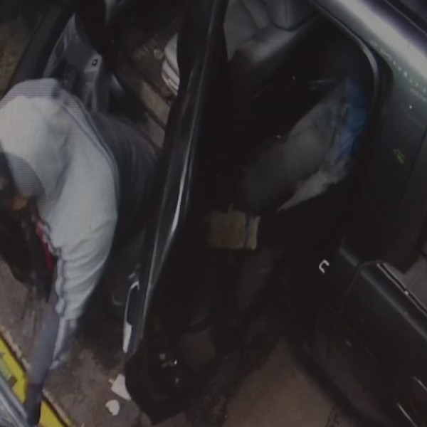 VIDEO: Suspects try, fail to steal from ATM machines