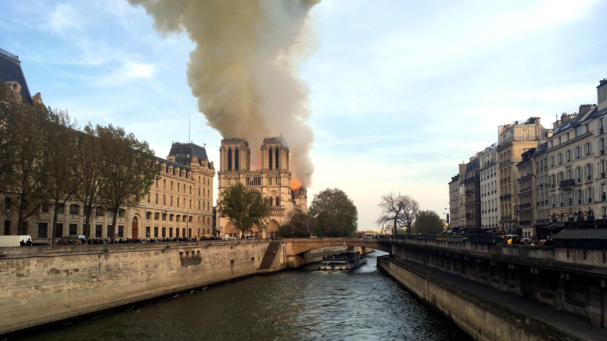 APTOPIX France Notre Dame Fire_2