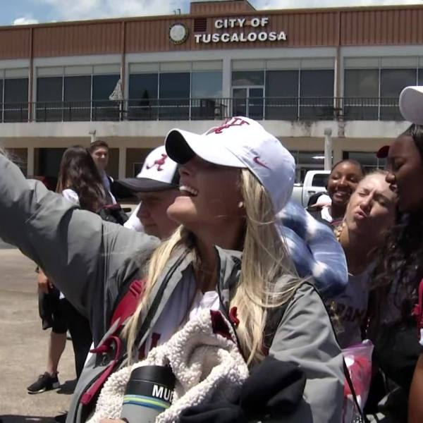 Alabama Softball departs for Women's College World Series