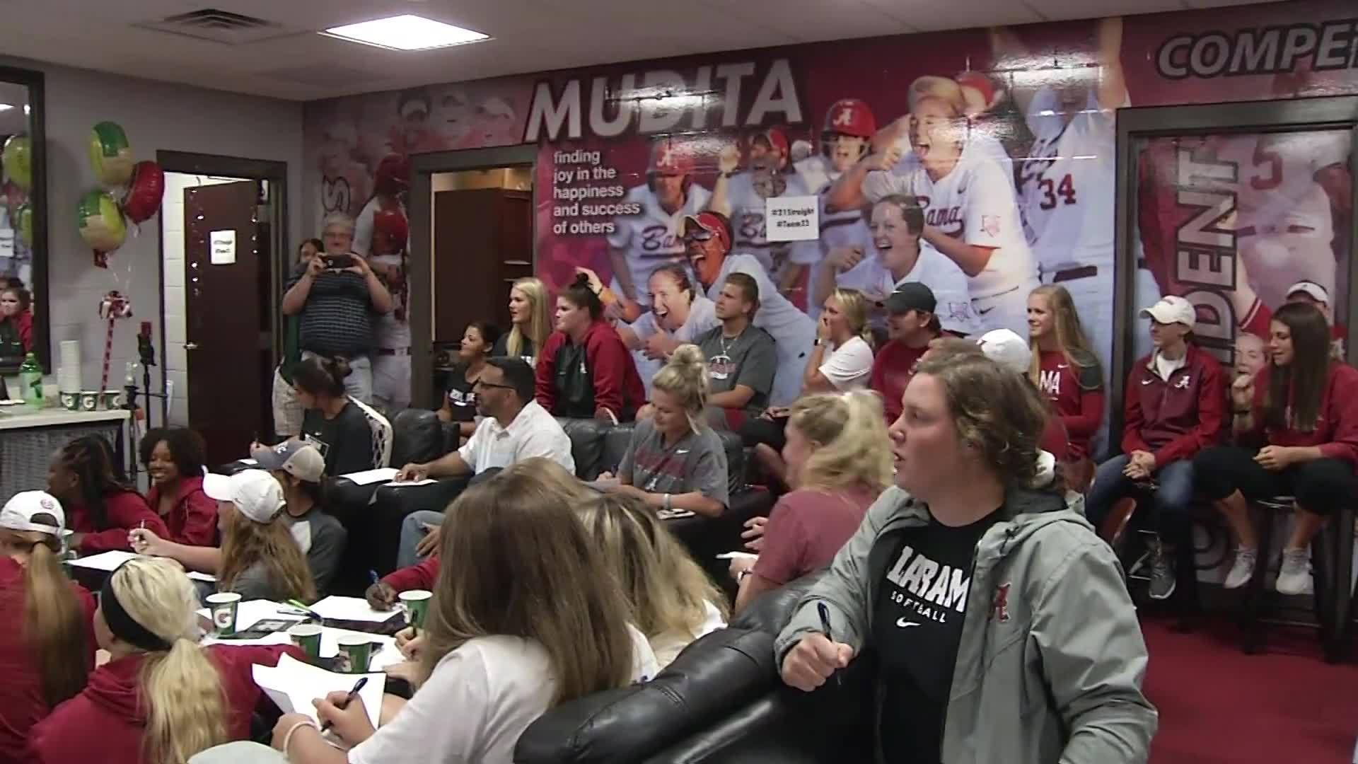 Alabama_softball_watch_party_6_20190513032404