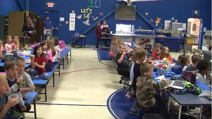 School learns sign language to support deaf kindergarten student