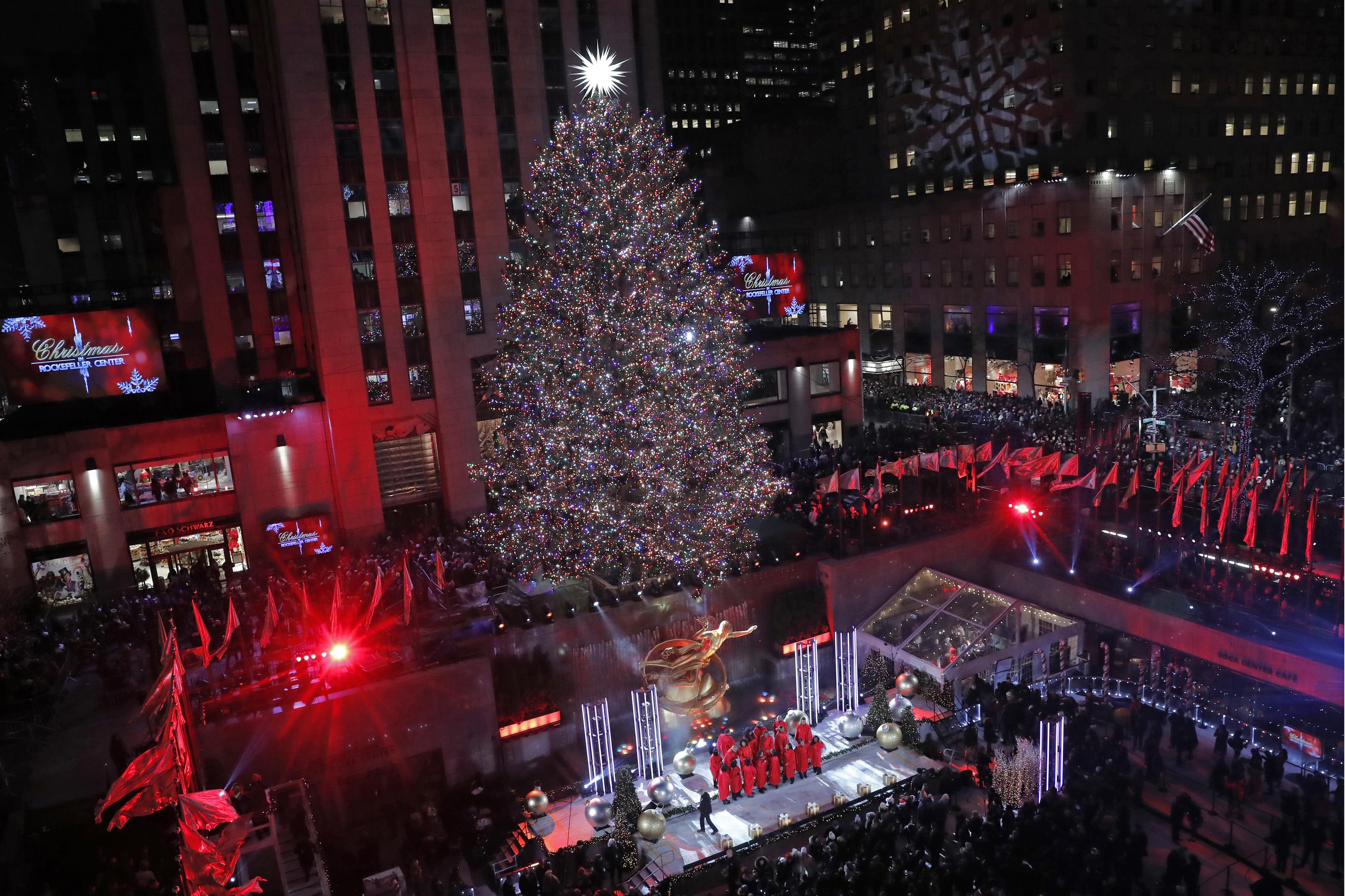 Tis The Season Rockefeller Center Christmas Tree Lights Up Cbs 42