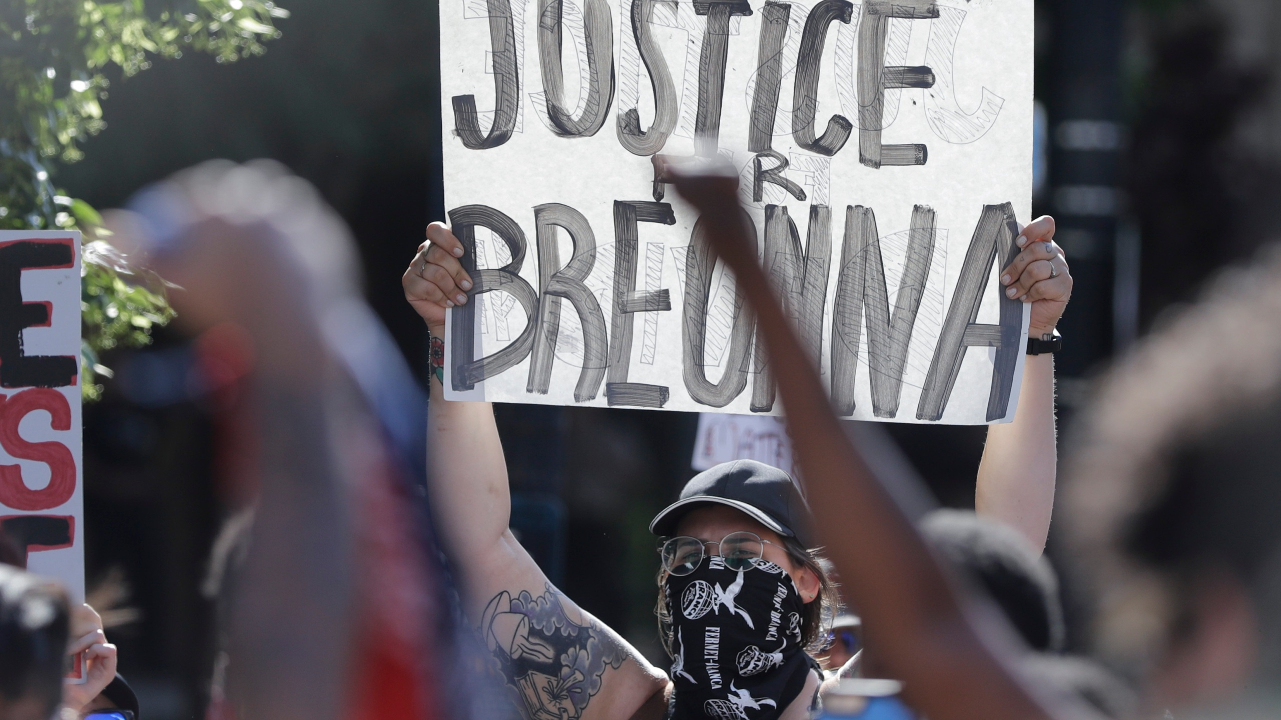 Shooting Reported At Breonna Taylor Protest In Kentucky Cbs 42