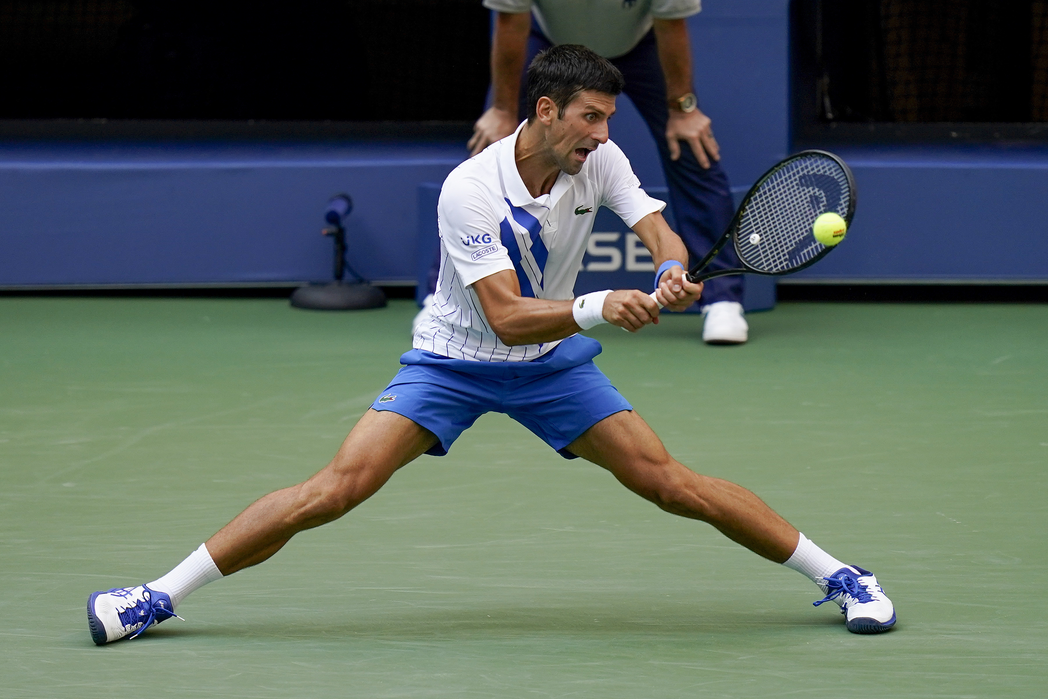 Djokovic Out Of Us Open After Hitting Line Judge With Ball Cbs 42