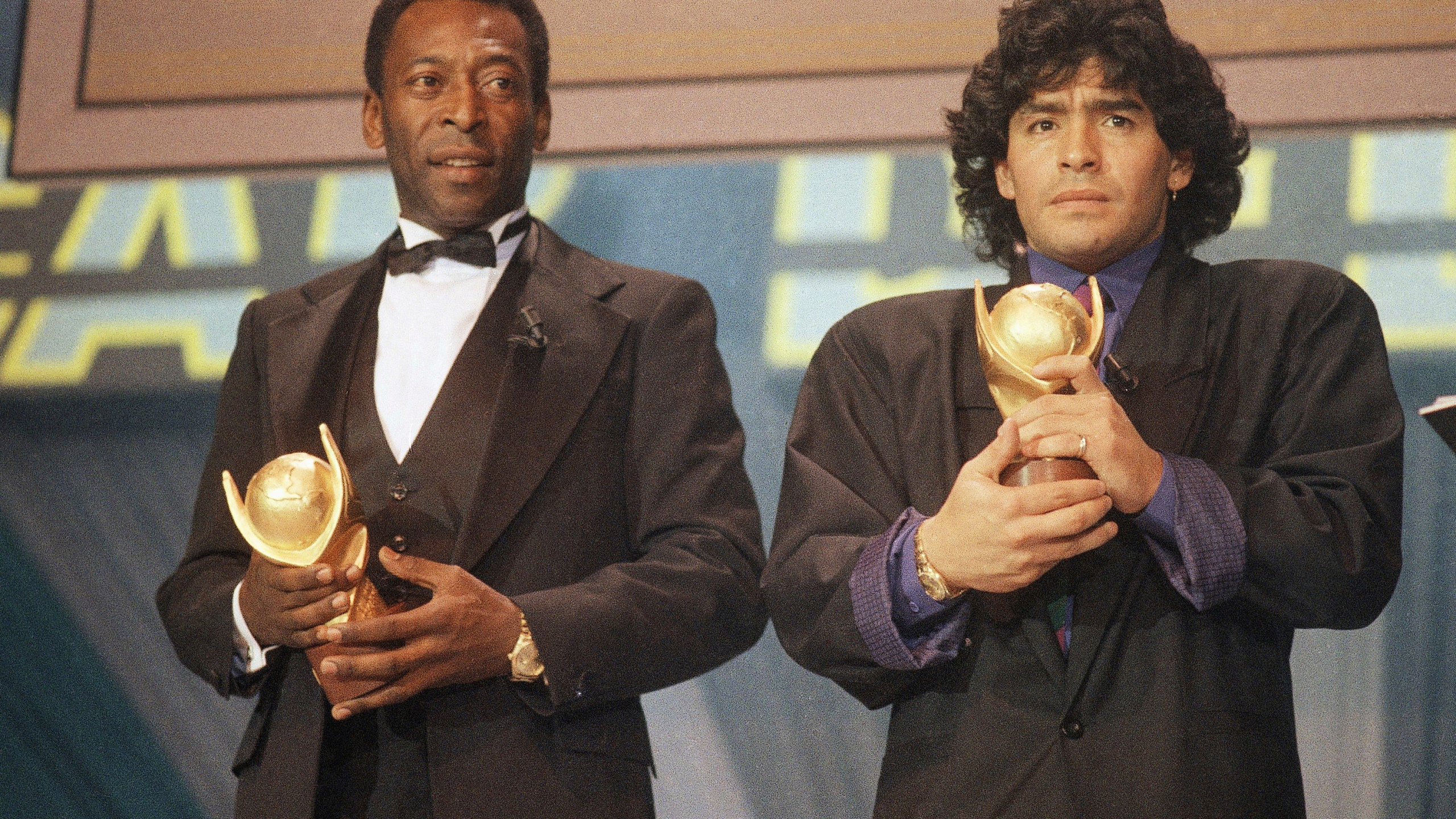 Feuding no more, Pelé joins world in mourning Diego Maradona | CBS 42