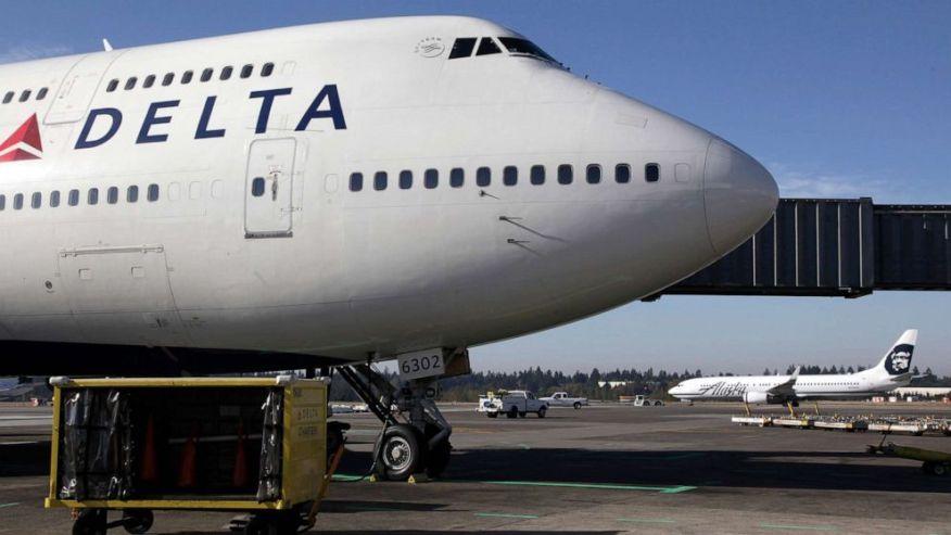 Naked Passenger Diverts Flight - CBS News