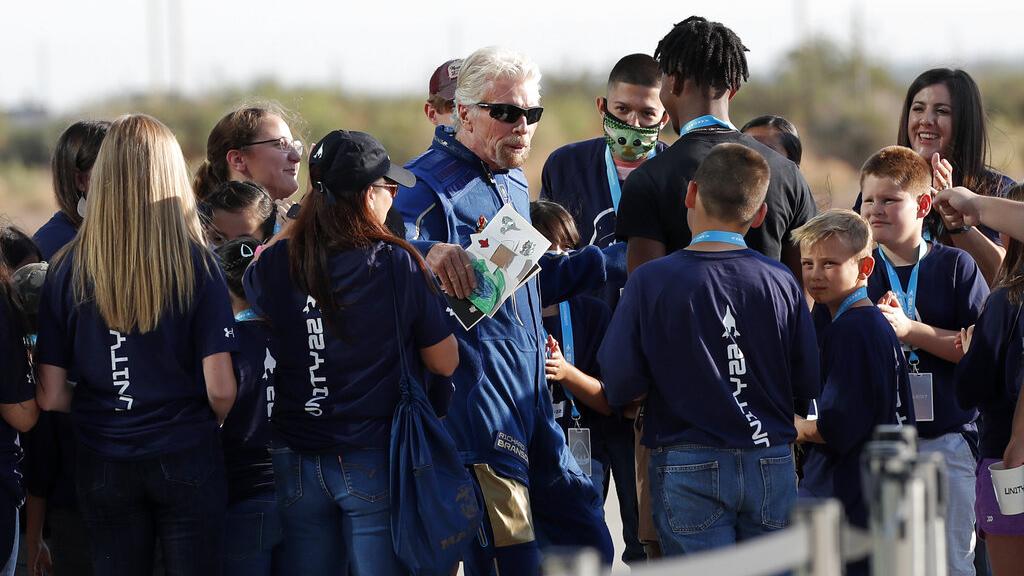 - VirginGalacticAP21192506580122 - Where does 'space' begin? Virgin Galactic, Blue Origin disagree on definition amid Richard Branson's flight